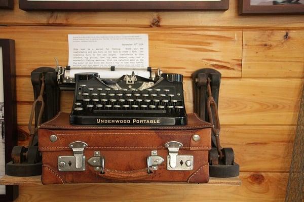 Hemingway Typewriter by Pixabay
