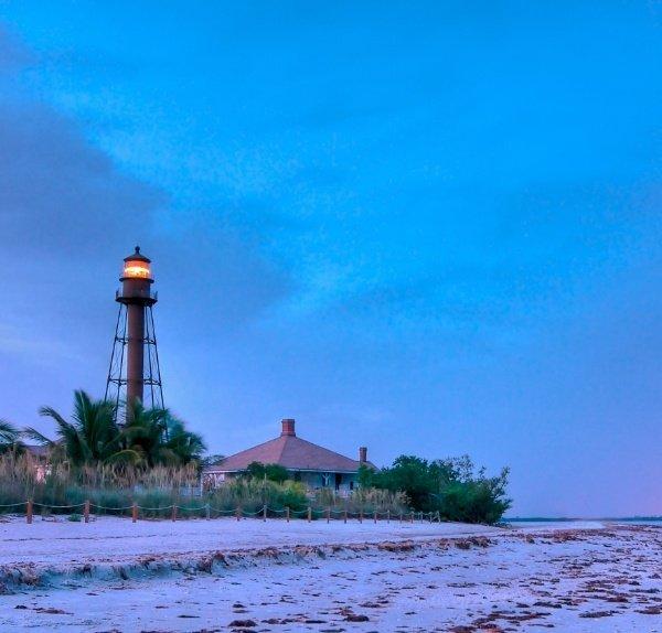 Sanibel_lighthouse_2-512814-edited.jpg
