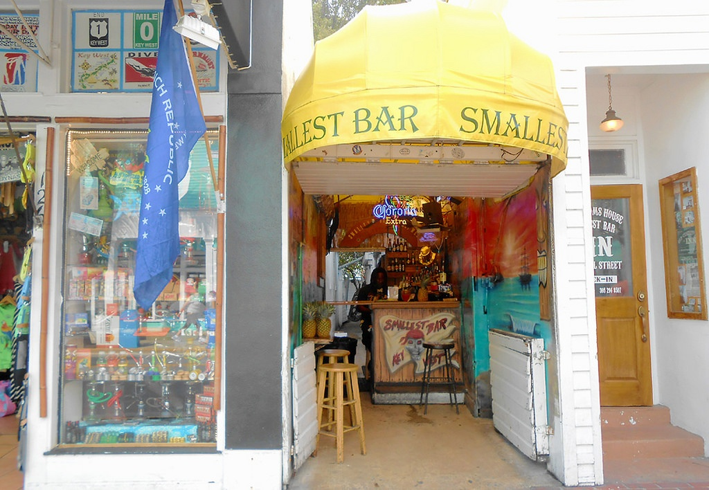 Smallest_Bar_Key_West_2.jpg