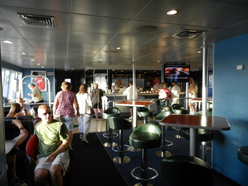 Gallery_10_Interior_lounge_Galley.jpg